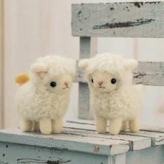 Japan Hamanaka Wool Needle Felting Kit - Twins Sheeps