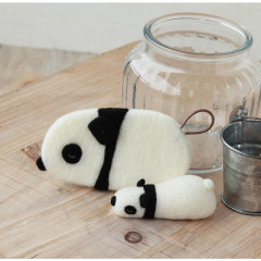 Japan Hamanaka Wool Needle Felting Kit - 2 Panda Cleaners