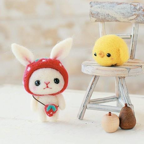 Japan Hamanaka Wool Needle Felting Kit - Strawberry Hat Rabbit and Round Chick - 1