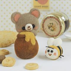 Japan Hamanaka Wool Needle Felting Kit - Forest Bear & Honey Bee