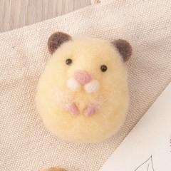 Japan Hamanaka Akurene Pom Pom Craft Kit - Hamster Brooch